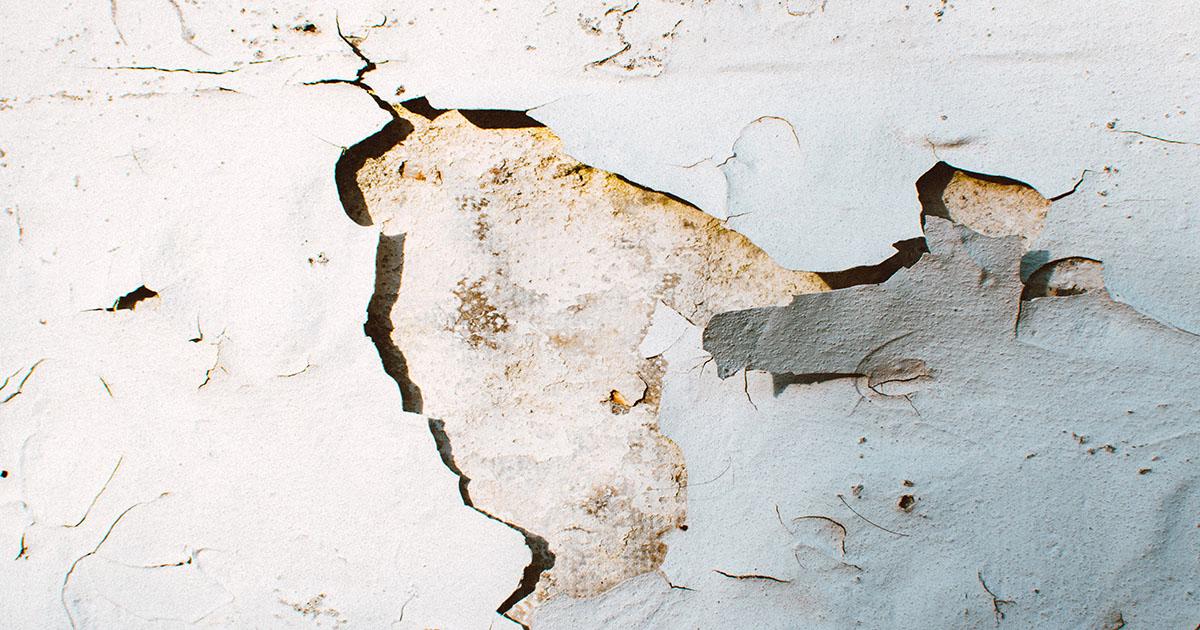 Bien analyser la gravité des fissures avant de peindre